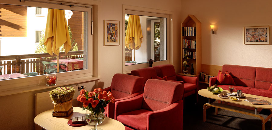 Switzerland_Saas-Fee_Hotel-Park_Lounge-area.jpg